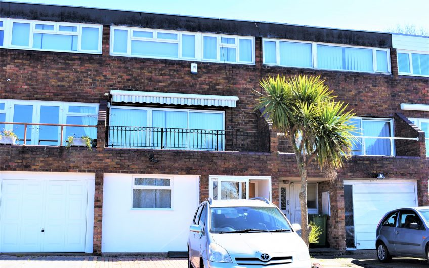 BEAUTIFUL ROOMS TO LET IN BASILDON
